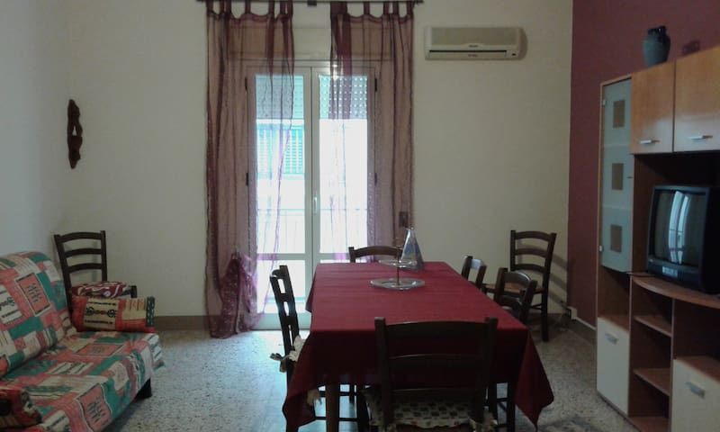 """Casa vacanze """"Dallo zio Tom"""" - Campofelice di Roccella - Apartemen"""