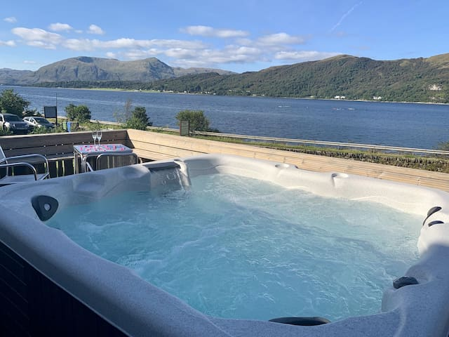 Glenachulish Bay Cottage with Hot Tub