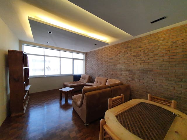 *Contemporary apt in the south* 2BD 4PP