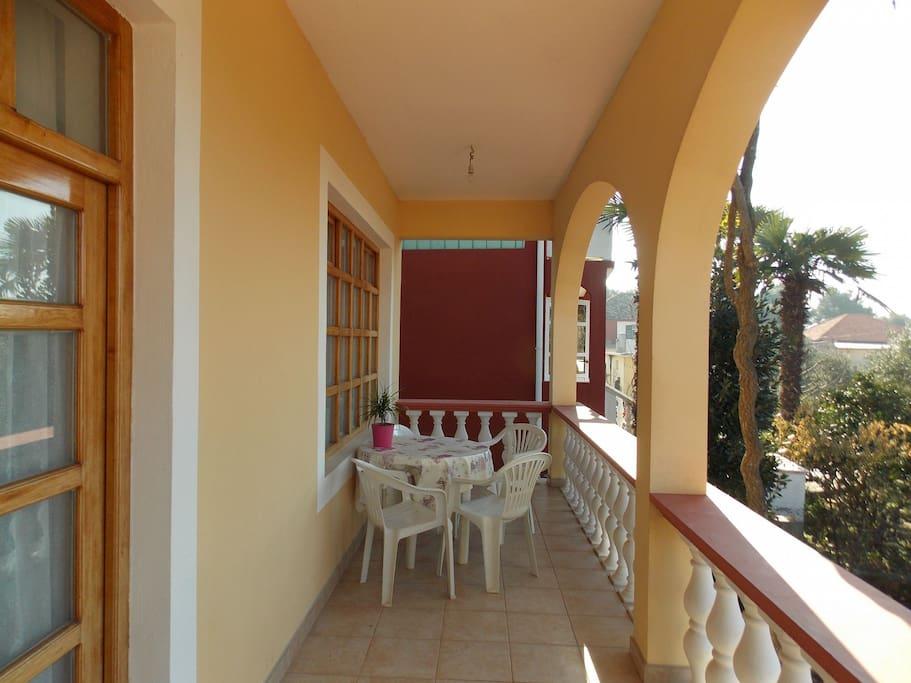 A(5+2): terrace