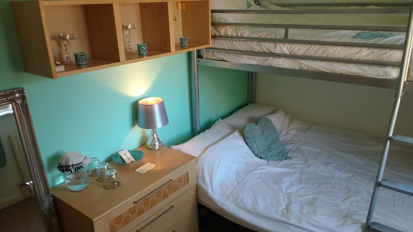 Dunmow room for 2/3 ppl nr Stansted