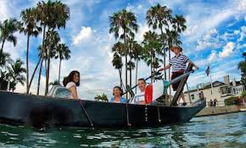 20 min to Gondola Getaway in Beautiful Naples Island! Make your reservation, this is a must!