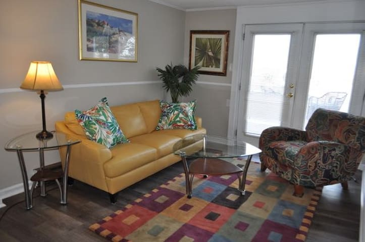 STAY ON THE BEACH!  BEACH Bungalo! Beachfront! - Norfolk - Apartamento