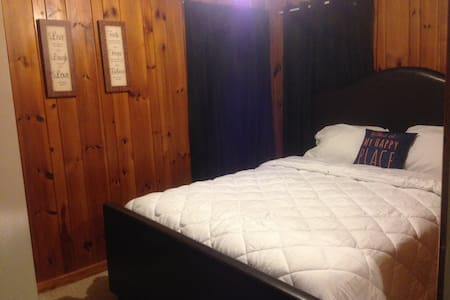Comfy room in a beautiful home, quiet neighborhood - Hopewell - Huis