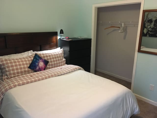 Bed, Dresser, Closet, Mirror