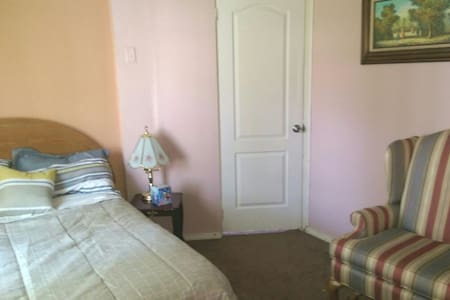 COZY ROOM,  COMFORT MEMORY FOAM BED, Cable TV - Bolingbrook - Σπίτι