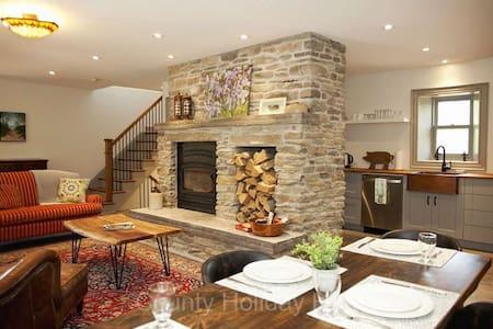 Loyalist Stone Cottage