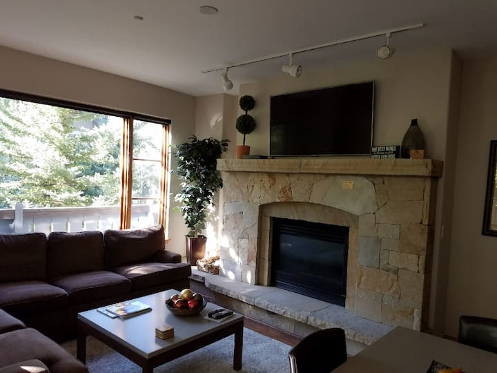 Spruce Tree Lodge Updated 3 Bedroom Condo