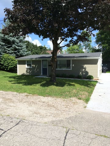 Downtown Lake Orion Private House - Orion charter Township - House