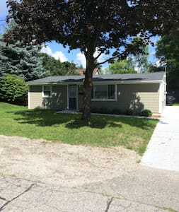 Downtown Lake Orion Private House - Orion charter Township - Дом