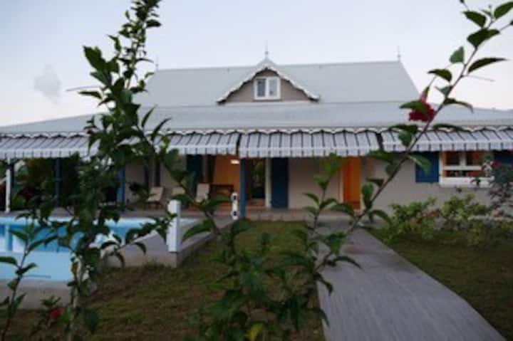 Villa Hubert, piscine, 4 chambres, Sainte Luce