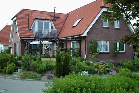 Ruhige, große(108m2),gemütliche Fewo **** am Meer - Rostock