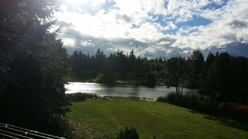 Beautiful lake house! 2 comfy beds- up to 4 guests - Auburn - House