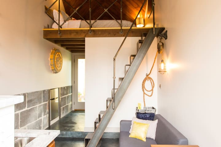 Tiny home ! Modern/Industrial Loft in East Nash