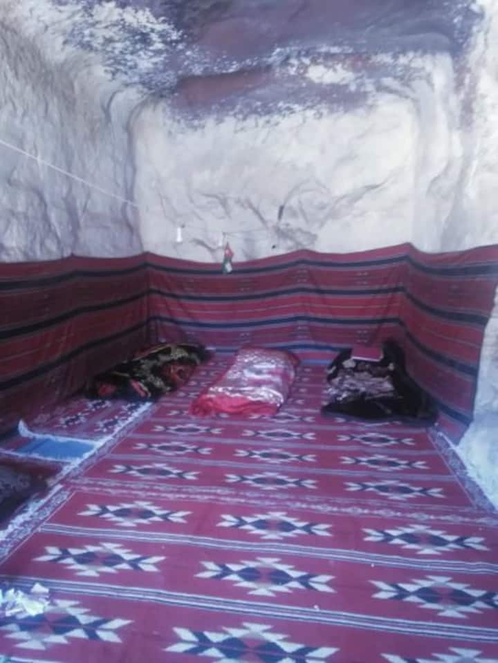 Traditional Bedouin Cave - Bed, dinner & breakfast