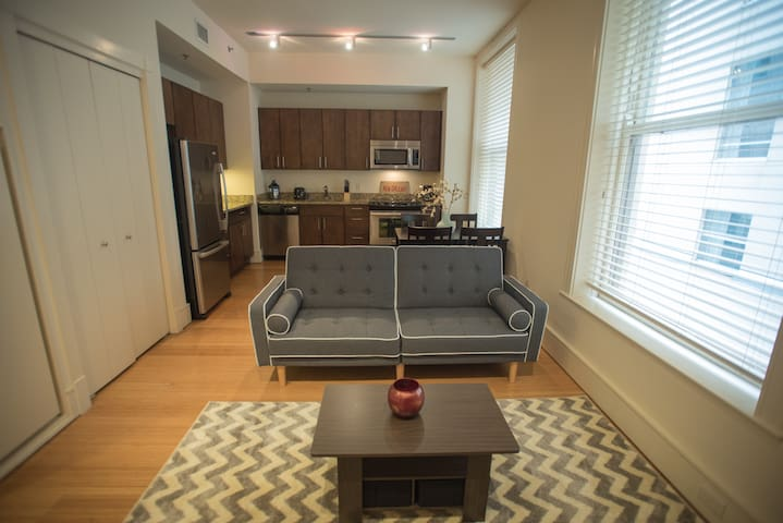 Downtown Condo Steps from French Quarter!