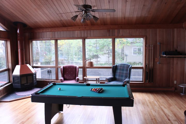 Pocono Lakehouse with private pool, tennis, hottub ...