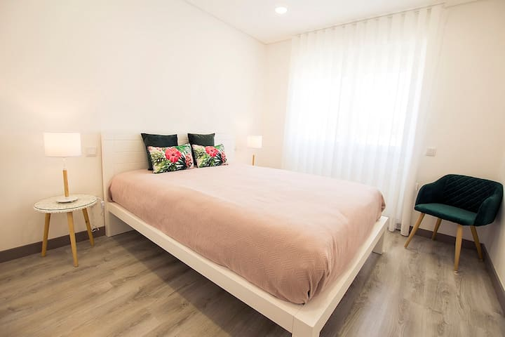 3 BDR apart w/heating. 1min from the train station