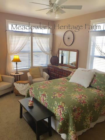 Meadowlark Heritage Farm B&B 2 Br Suite Near Town