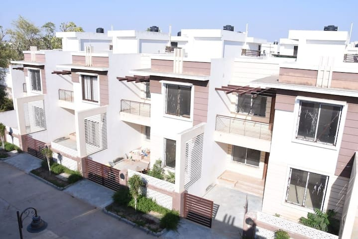 SELECT HOMES,  rooms  in modern duplex  villa.