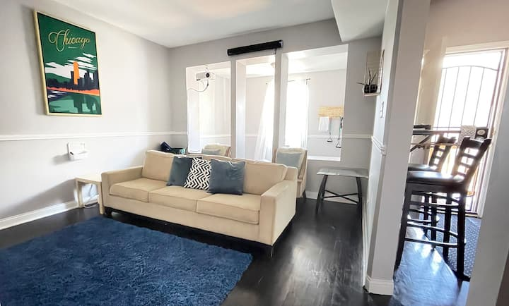 Peaceful 3bd/1ba with Movie Room | Near UChicago