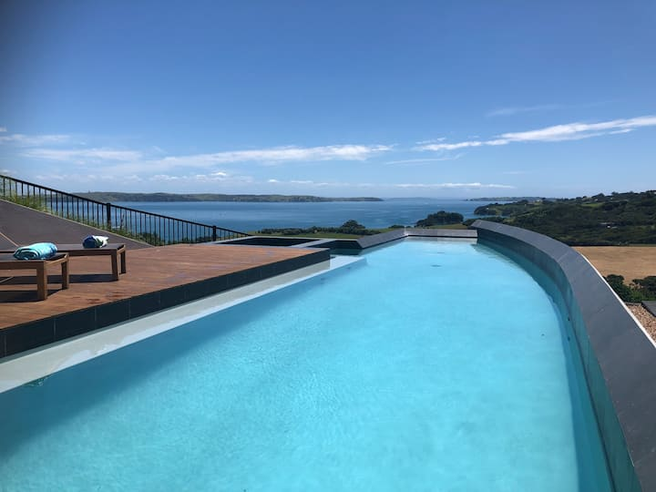 Tradewinds Luxury Apartment, views, pool and spa