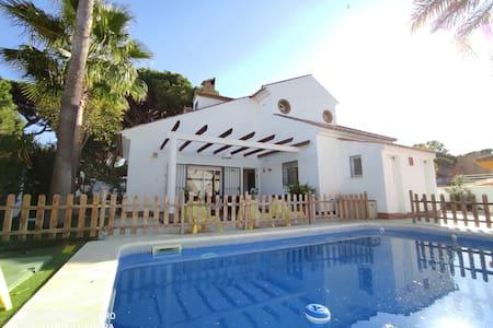 Villa 3 Palmeras +Piscina+wifi+playa 250mt+BBQ