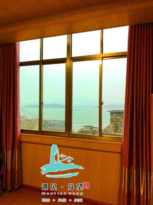 大玻璃窗可看北港海景石厝