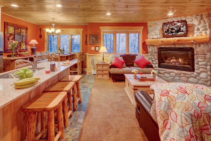 The Timber Wolf Lodge 2BR, mins to Canyons Skiing - Park City - Appartement