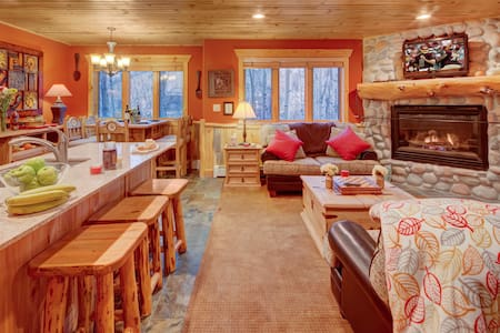 The Timber Wolf Lodge 2BR, mins to Canyons Skiing