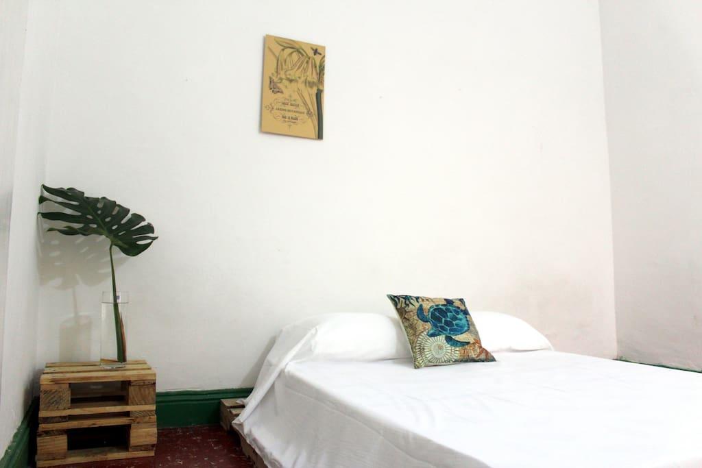 Cuarto con cama doble