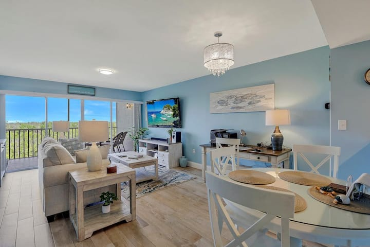 Private waterfront condo in quiet section of Island w/ heated pool & hot tub