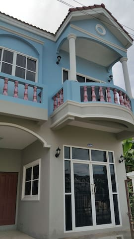 Cosy 2BR with parking near town! - Phuket - Casa