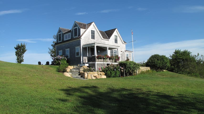 Charming 4 BR Cottage has Ocean Sunsets & 4 acres - New Shoreham - Casa