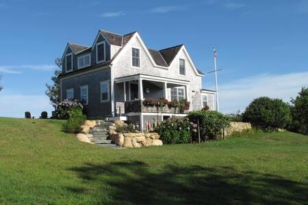 Charming 4 BR Cottage has Ocean Sunsets & 4 acres - New Shoreham - Haus