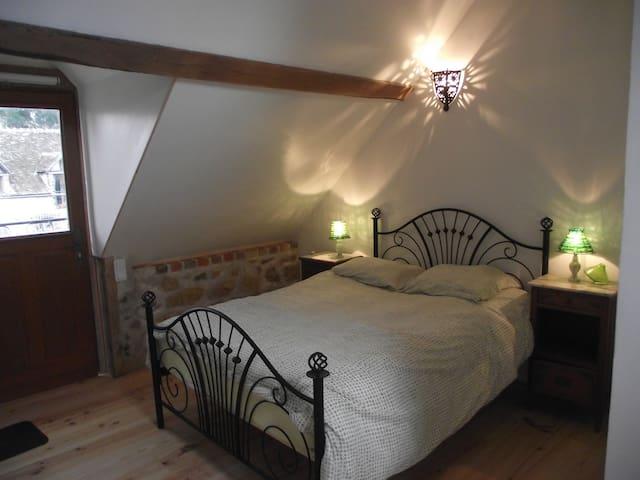 La Grange des Blins, chambre verte - Jouy - Apartemen