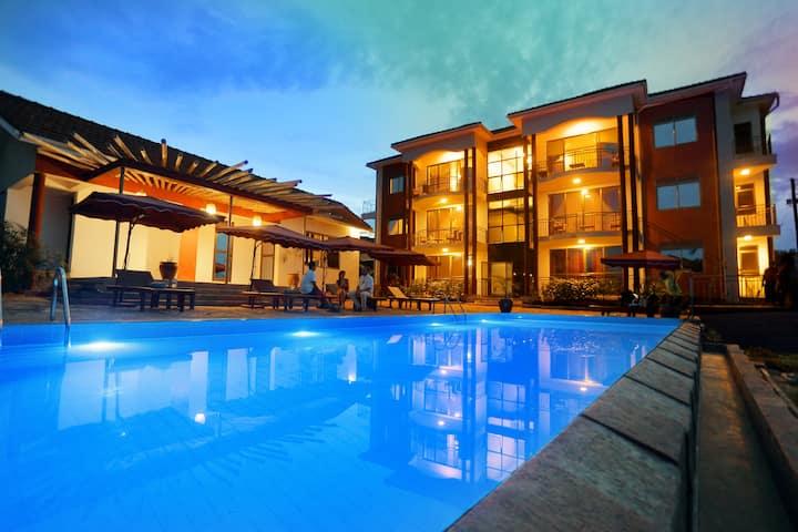 De- Luxe, Pool View Ground Floor Apartment 102