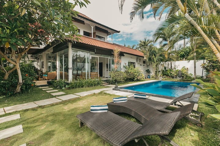 PROMO MONTHLY STAY! 3 BR Villa Palm in Seminyak