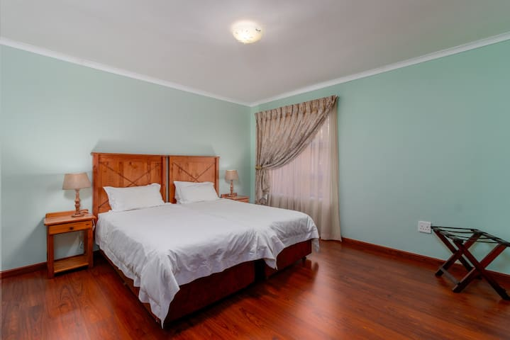 Comfortable Twin Room - Home from Home - Sandton
