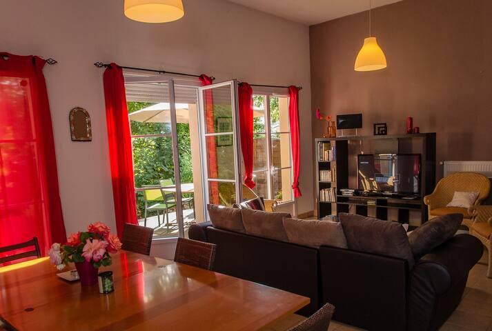 Grande Villa au calme dans parc arboré à CLUNY - Cluny - Talo