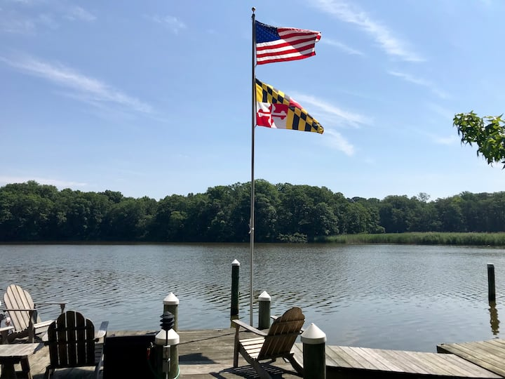 Waterfront house with private dock & kayaks!