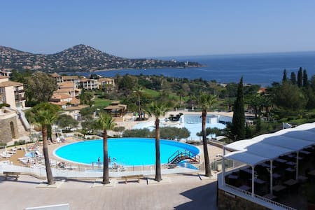 2 Pièces vue panoramique mer et piscines E1 - Saint-Raphaël