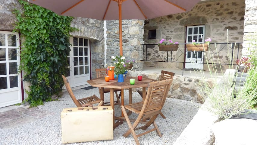 Unique romantic vacation cottage La Chevrerie - Nages