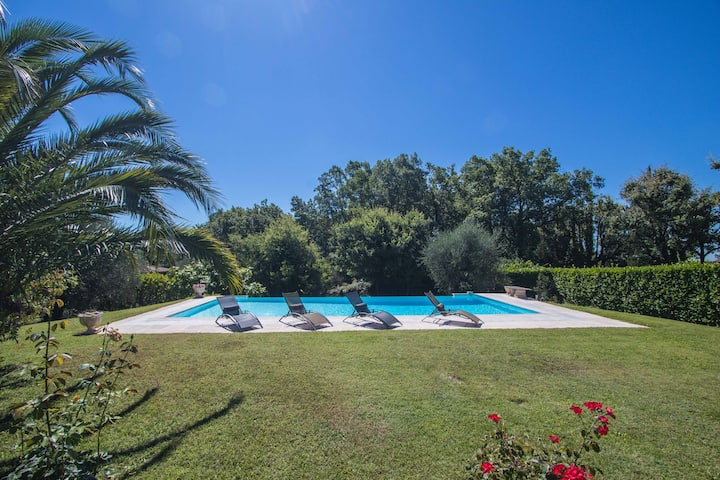 Detached Villa - big swimming pool- summer kitchen