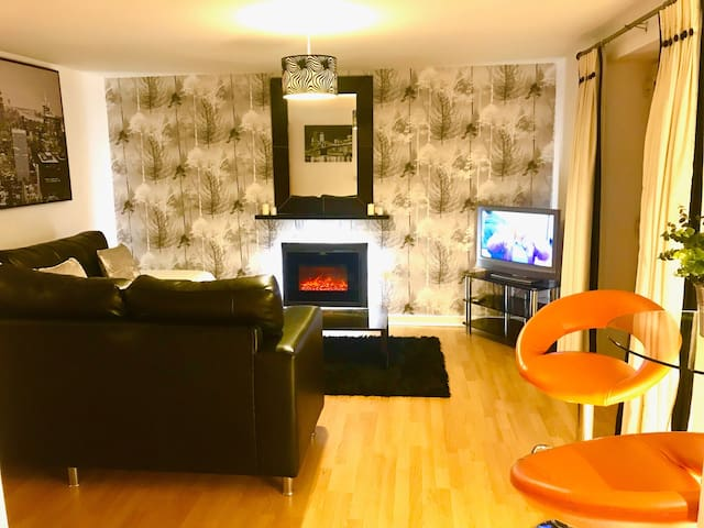 All Yours! Serviced 2 bed Apartment - Madison