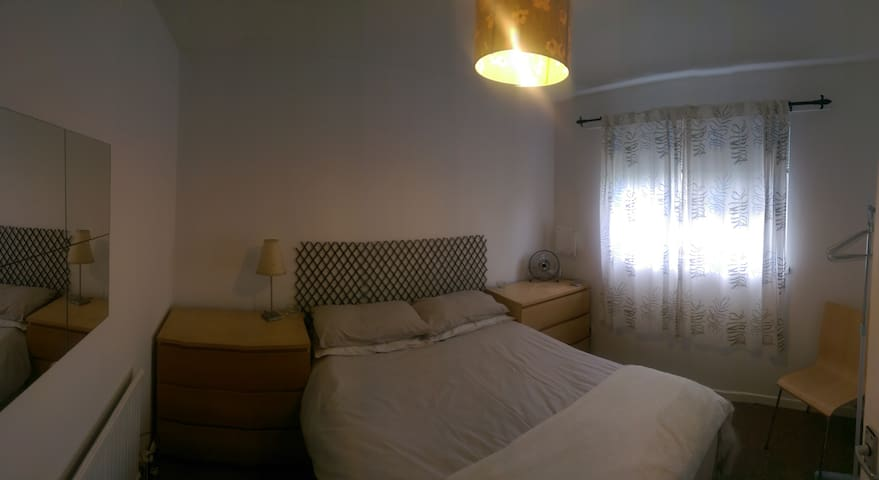 Double Room in Mumbles Waterfront View - West Cross