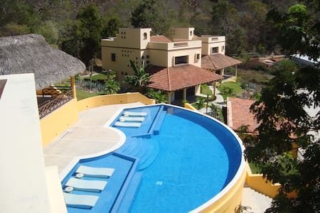 Beautiful House in great neighborhood - Santa Maria HUATULCO