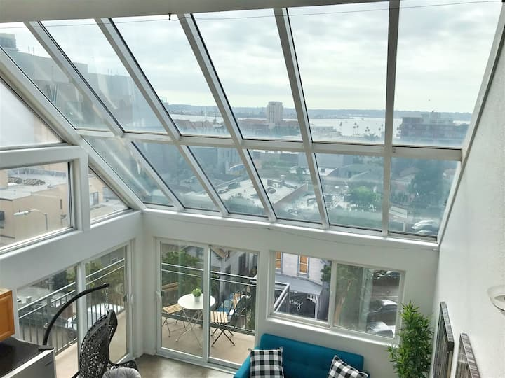 303/C Little Italy double balcony, breathtaking panoramic bay view, Loft /Parking