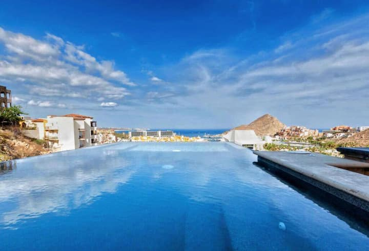 Newly Remodeled! GORGEOUS Villa In PRESTIGIOUS Pedregal! 3 GIANT Suites! +3000 sq. ft.