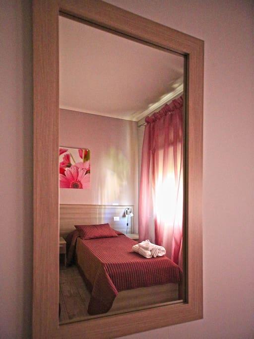 suite room fiumicino chambres d 39 h tes louer fiumicino latium italie. Black Bedroom Furniture Sets. Home Design Ideas